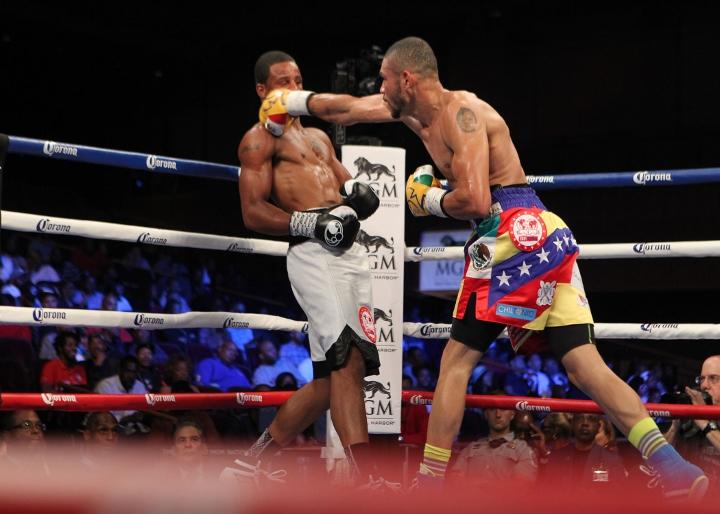 uzcategui-dirrell-fight (13)