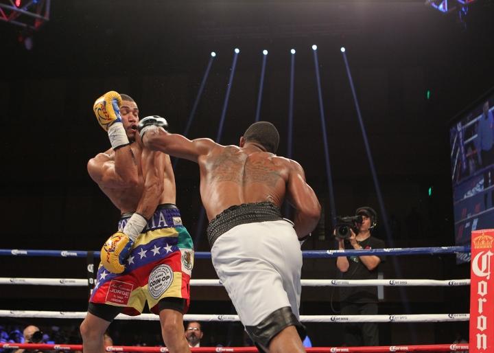 uzcategui-dirrell-fight (14)