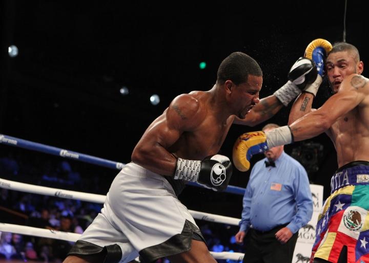 uzcategui-dirrell-fight (15)