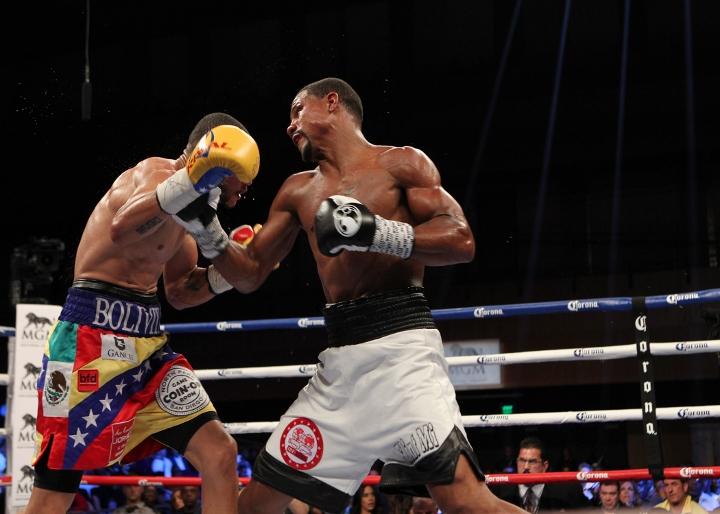 uzcategui-dirrell-fight (16)