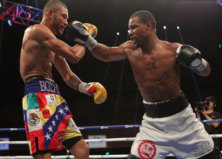 uzcategui-dirrell-fight (17)