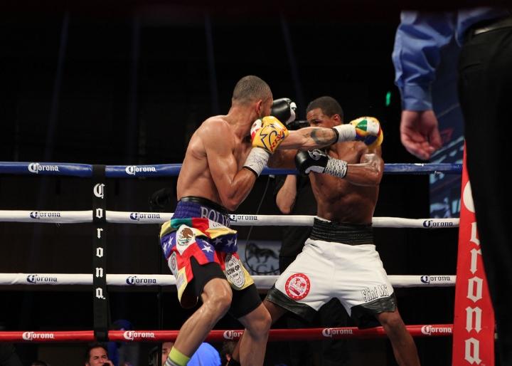uzcategui-dirrell-fight (18)