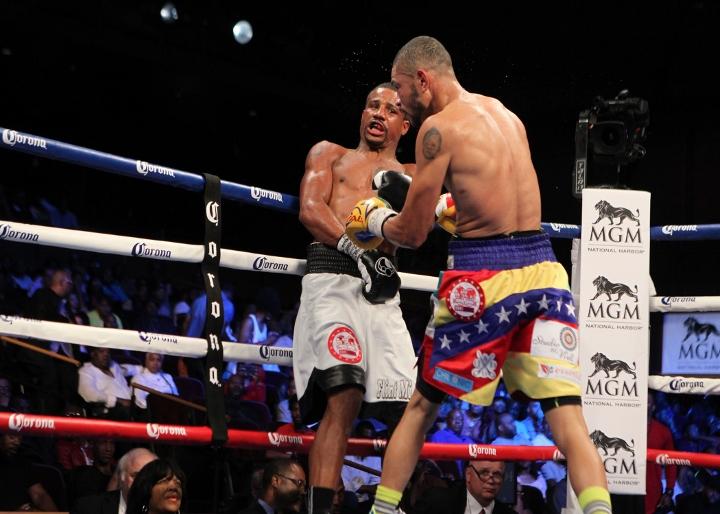 uzcategui-dirrell-fight (19)