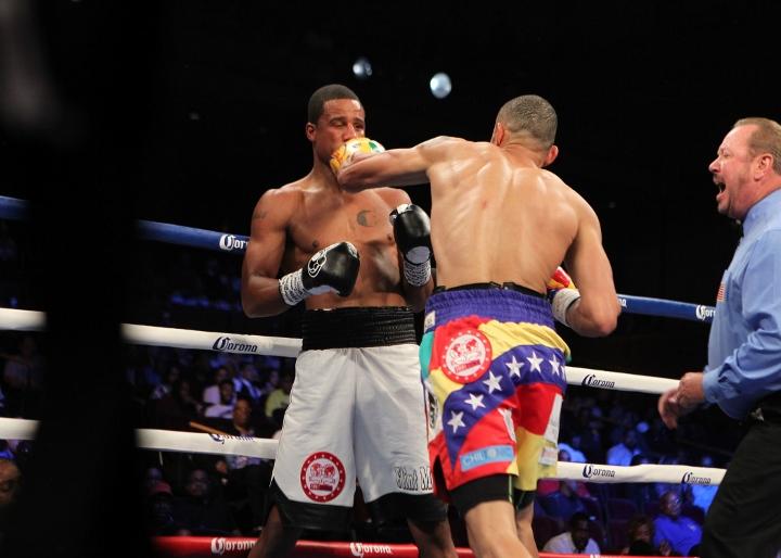 uzcategui-dirrell-fight (6)