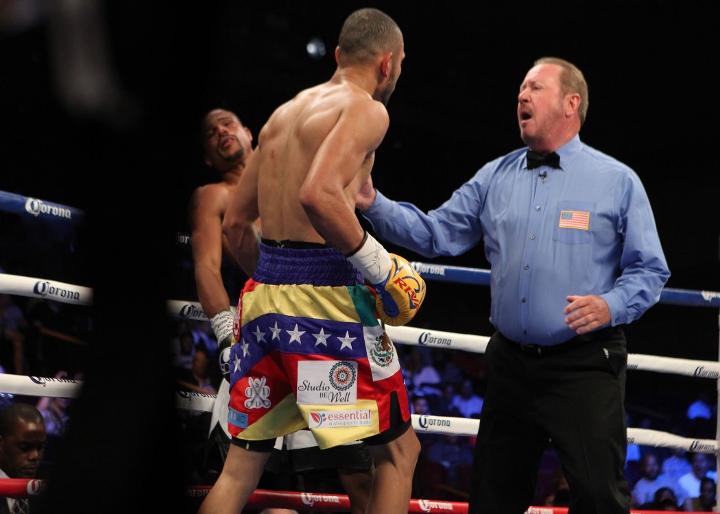 uzcategui-dirrell-fight (8)